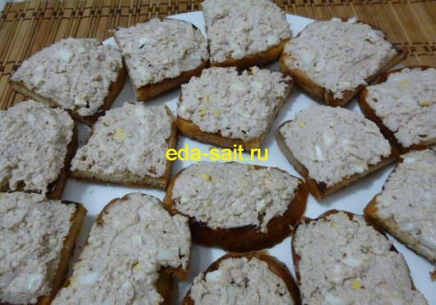Бутерброды с творогом и яйцами