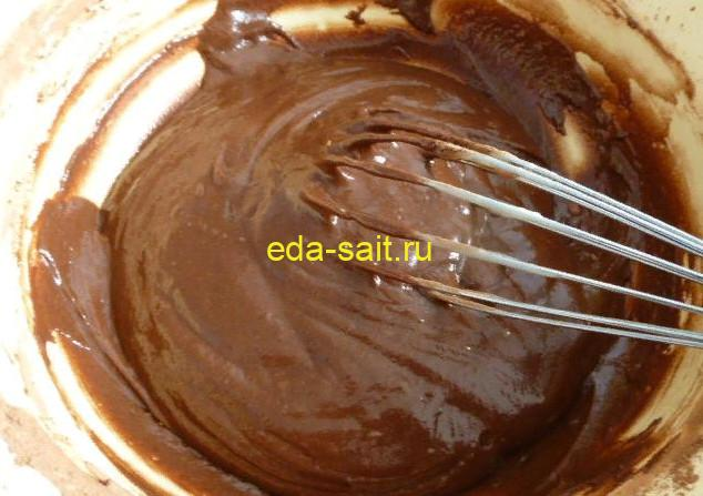 Делаем основу для темного коржа с какао