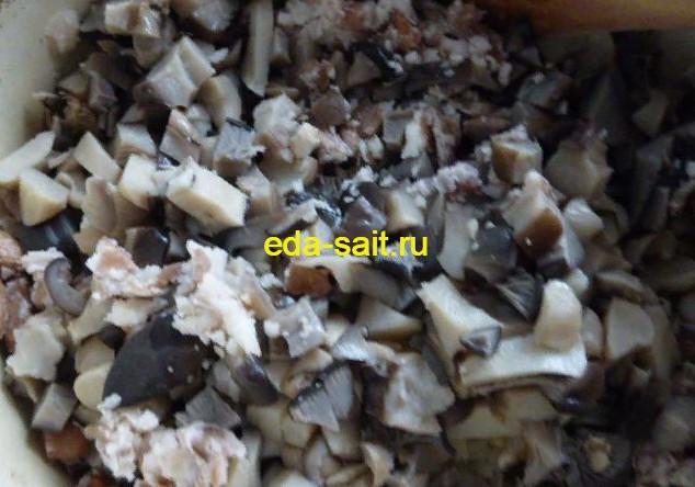 Добавляем к фасоли грибы