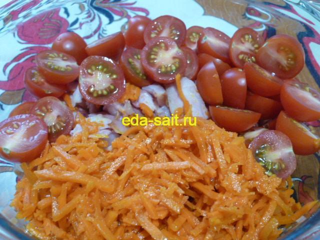 Добавляем в салат с копченой курицей помидоры