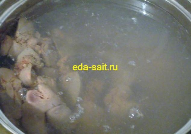 Отвариваем куриную печень для вареников