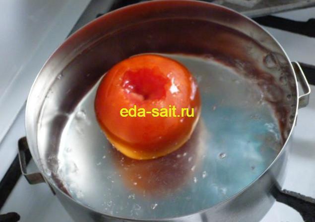Закладываем помидор в кипяток