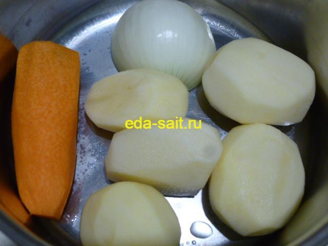 Почистить картошку, лук и морковь