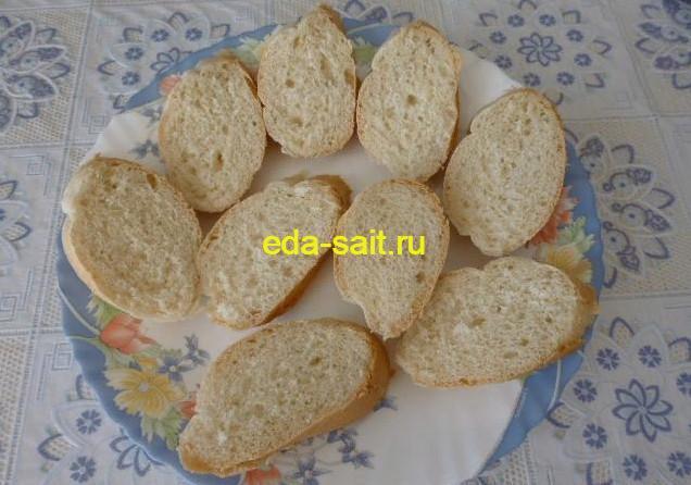 Нарезать багет для бутербродов