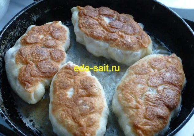 Жарим пирожки с вишней