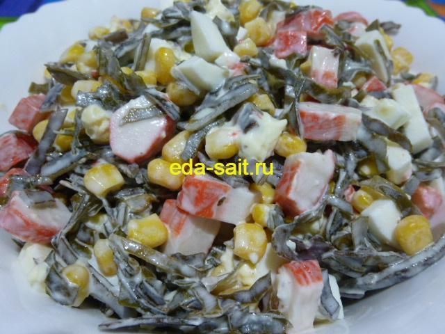 Салат с морской капустой и крабовыми палочками фото
