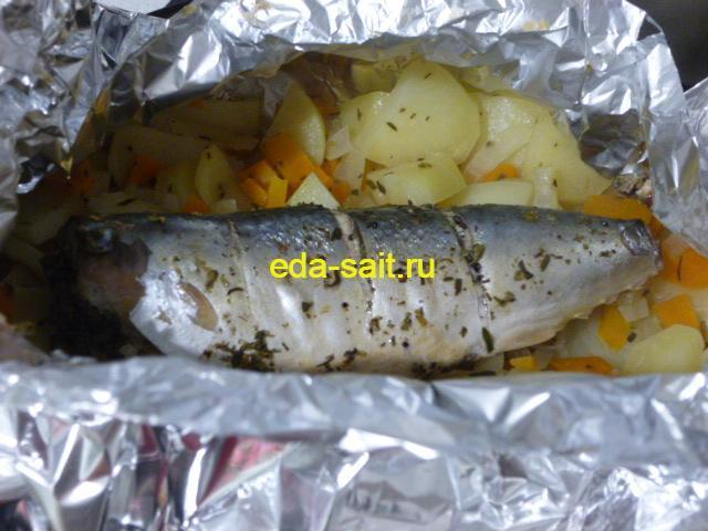 Скумбрия с картошкой в фольге в духовке