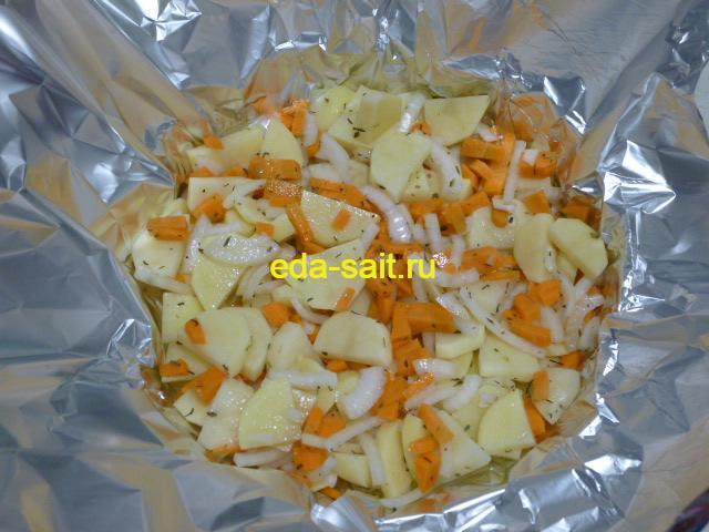 Картошку выложить в фольгу
