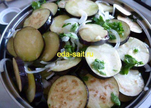 Залить баклажаны маринадом