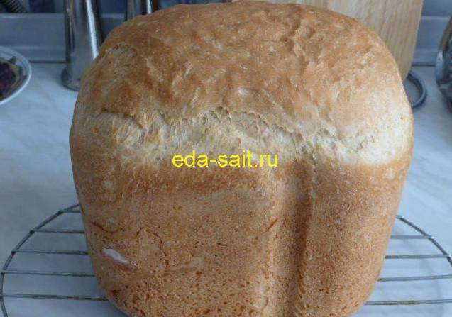 Белый хлеб в хлебопечке со светлой корочкой