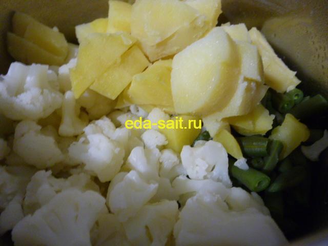 Добавить в диетический салат нарезанную картошку