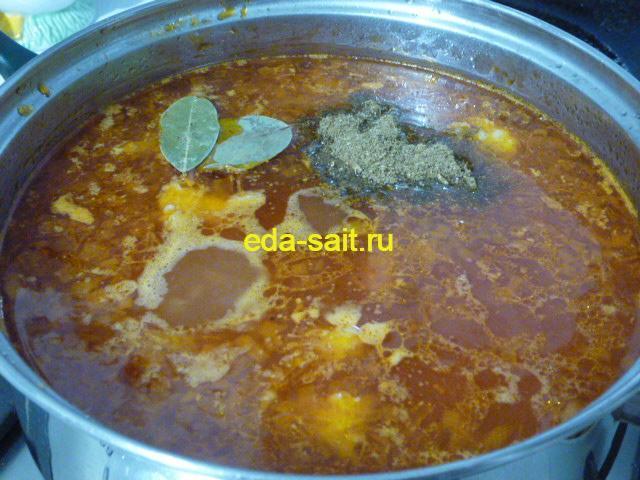 Добавляем в суп харчо с говядиной хмели-сунели