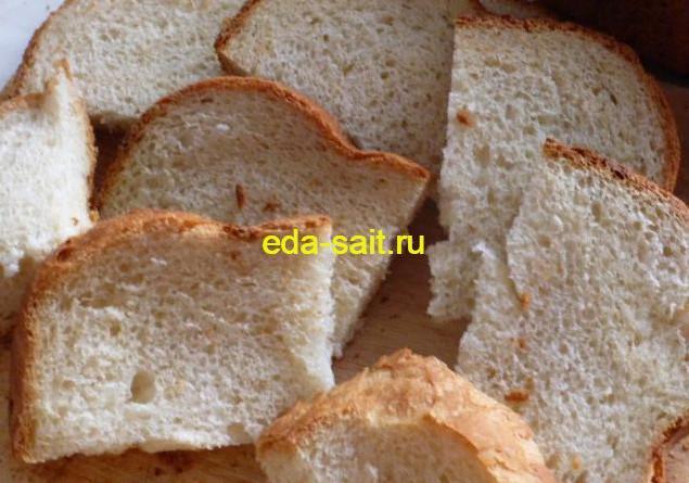 Нарезанный белый хлеб их хлебопечки