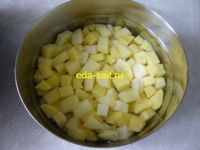 Нарезать картошку для супа с брынзой