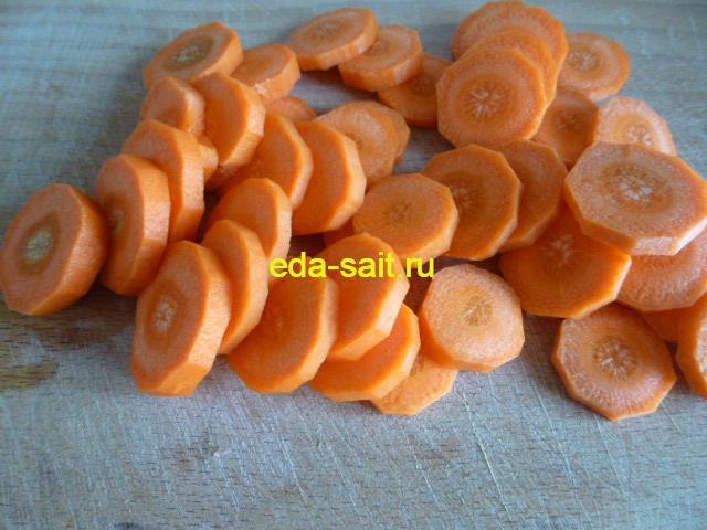 Нарезать морковь кружками