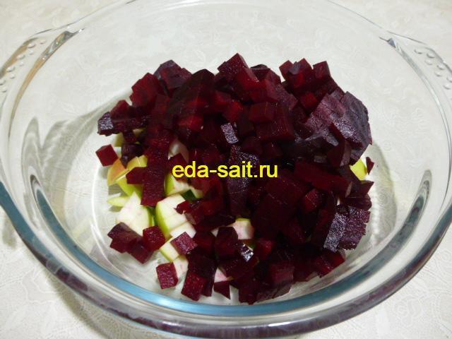 Нарезать свеклу в салат из овощей