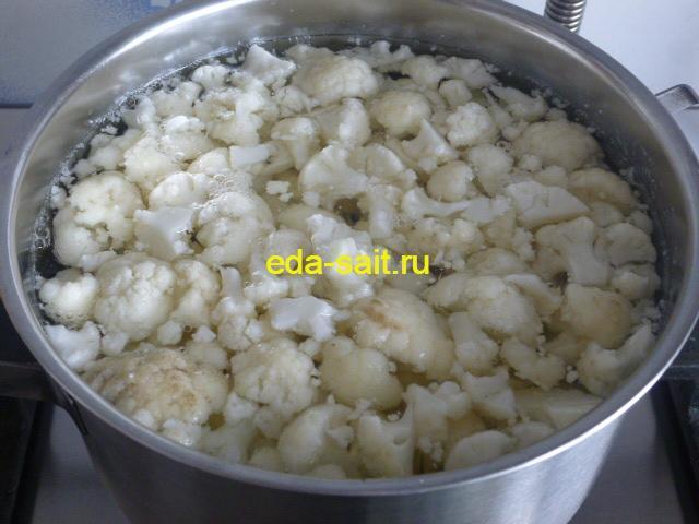Отварить цветную капусту для салата