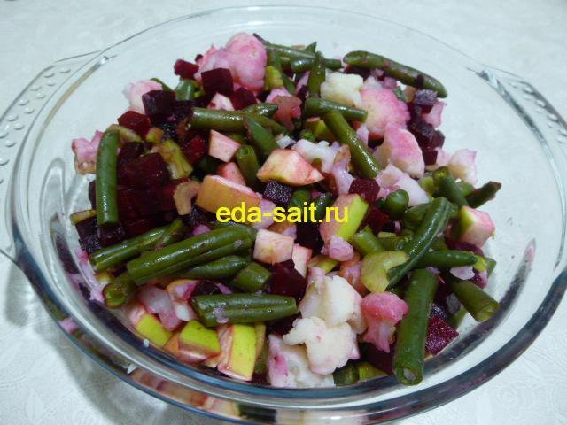 Салат из овощей посолить