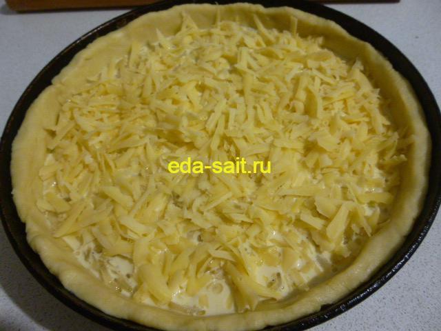 Ставим в духовку луковый пирог с сыром