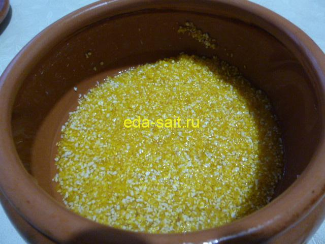 Промыть кукурузную крупу водой