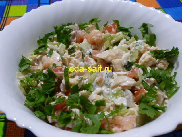 Салат с куриной грудкой и сельдереем фото