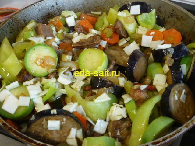 Тушим говядину с овощами в казане