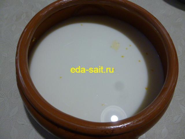 Залить кукурузную крупу молоком