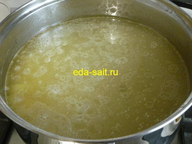 Заложить в суп с брынзой картошку