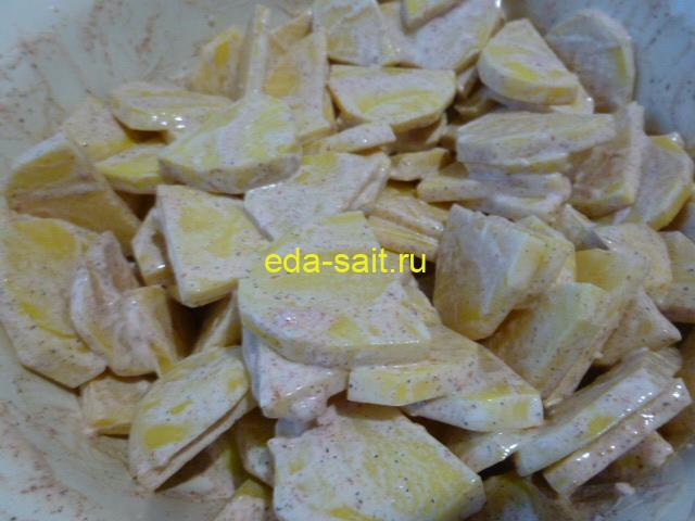 Картошка смазанная приправами