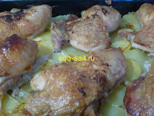 Куриные бедра с картошкой в духовке фото
