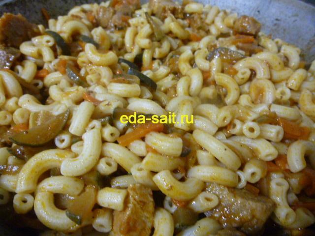 Макароны с солеными огурцами