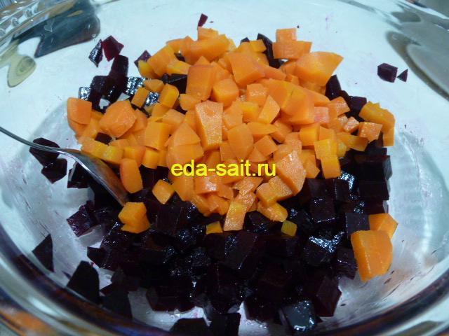 Нарезать морковь в салат с колбасным сыром