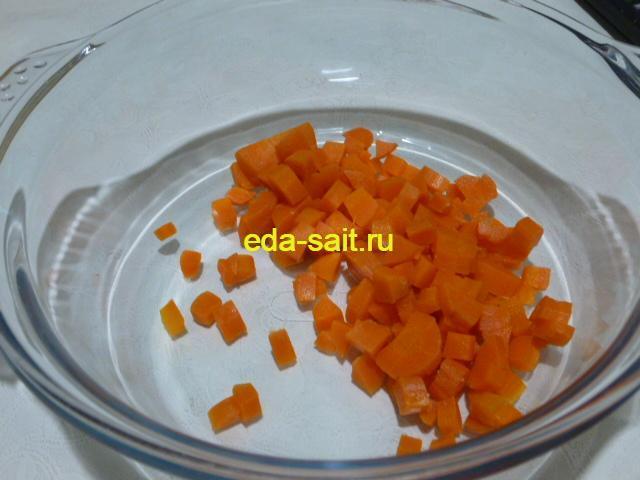 Нарезать морковь кубиками