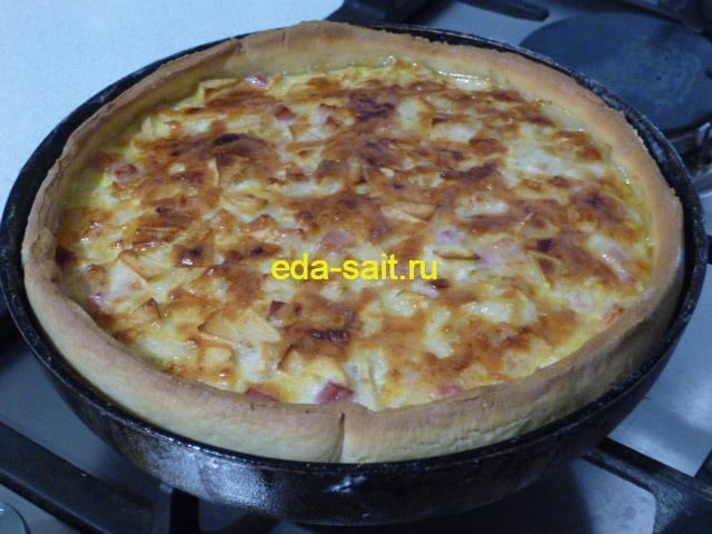 Пирог с яблоками и луком