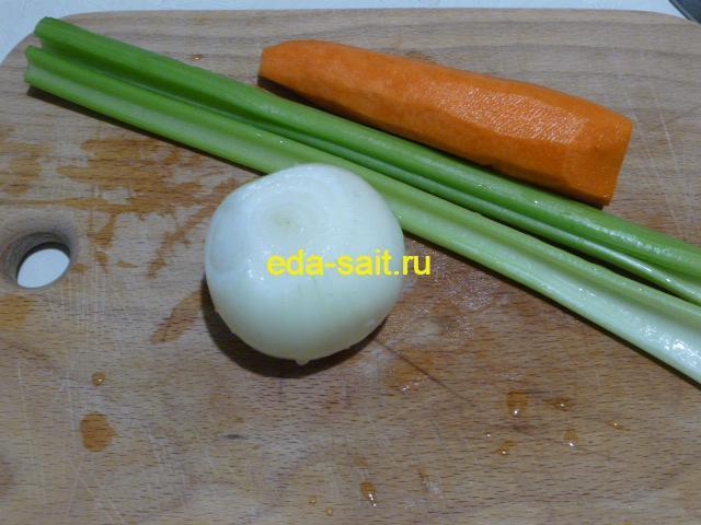 Почистить лук и морковь