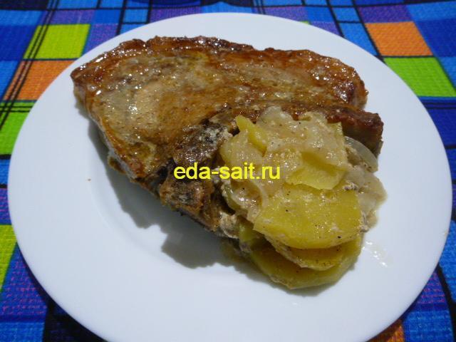 Стейк из свинины с картошкой фото