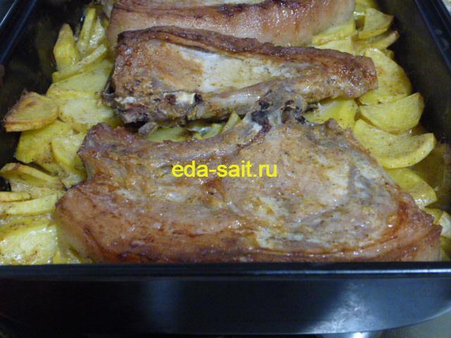 Свиные стейки с картошкой фото