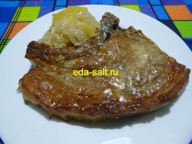 Свиные стейки с картошкой в духовке фото