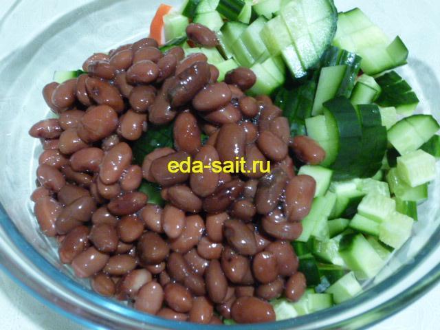 Добавить фасоль в салат с крабовыми палочками