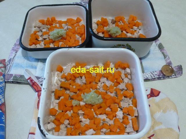 Добавить к свинине и моркови чеснок