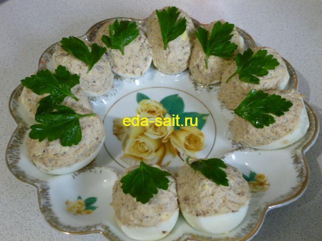 Яйца фаршированные рыбными консервами фото