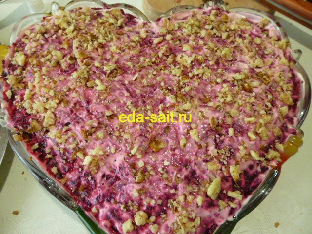Салат со свеклой, черносливом и грецкими орехами фото