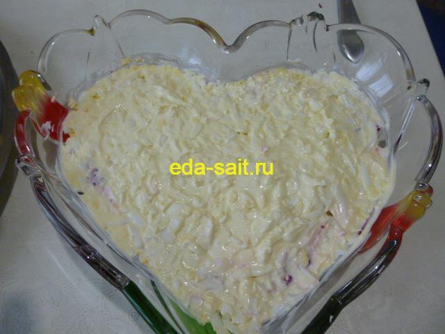 Смазать яйца майонезом