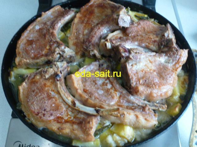 Стейки из свинины с овощами фото