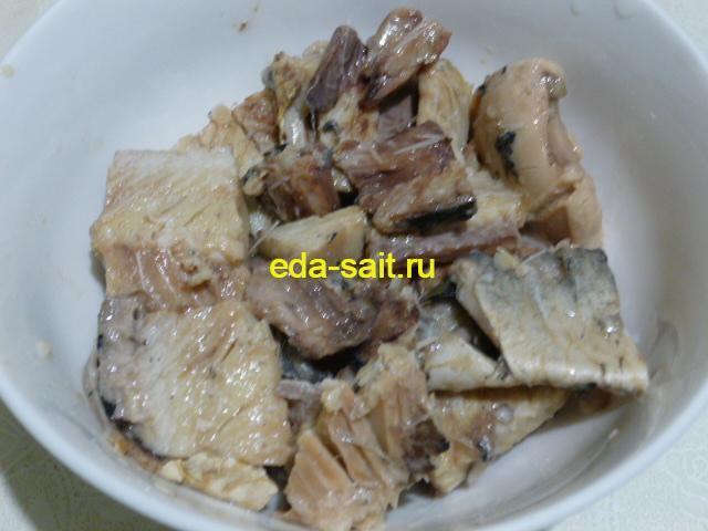 Удалить из рыбной консервы крупные кости