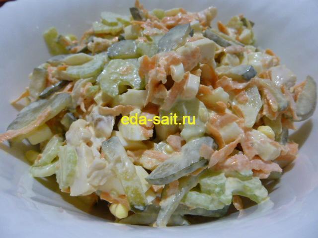 Вкусный салат с черешковым сельдереем и курицей