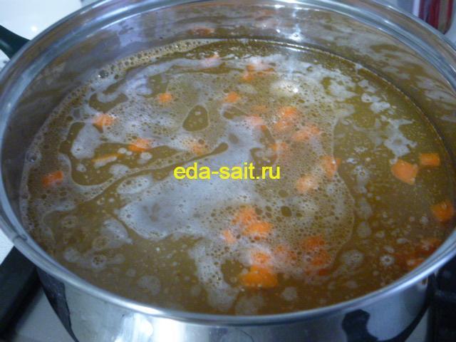 Солянка рыбная заложить морковь и соленые огурцы