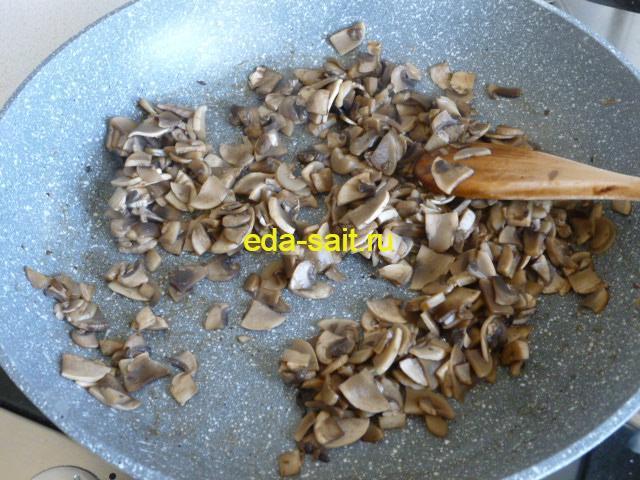 Добавить к грибам растительное масло