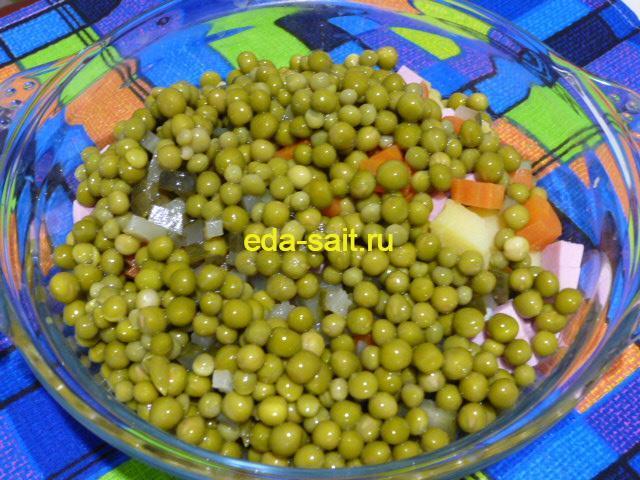 Добавить в оливье с морковью зеленый горошек