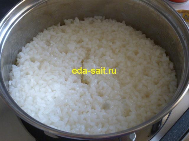 Кальмары фаршированные рисом и грибами отваренный рис